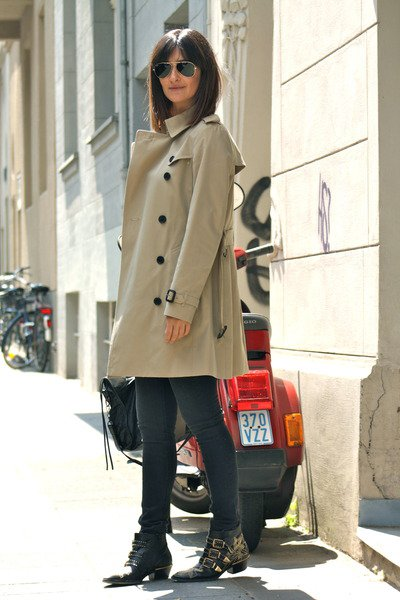 studded-boots-chloe-boots-trench-coat-burberry-coat_400.jpg